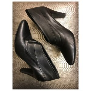 Davos Gomma Black Leather Bootie